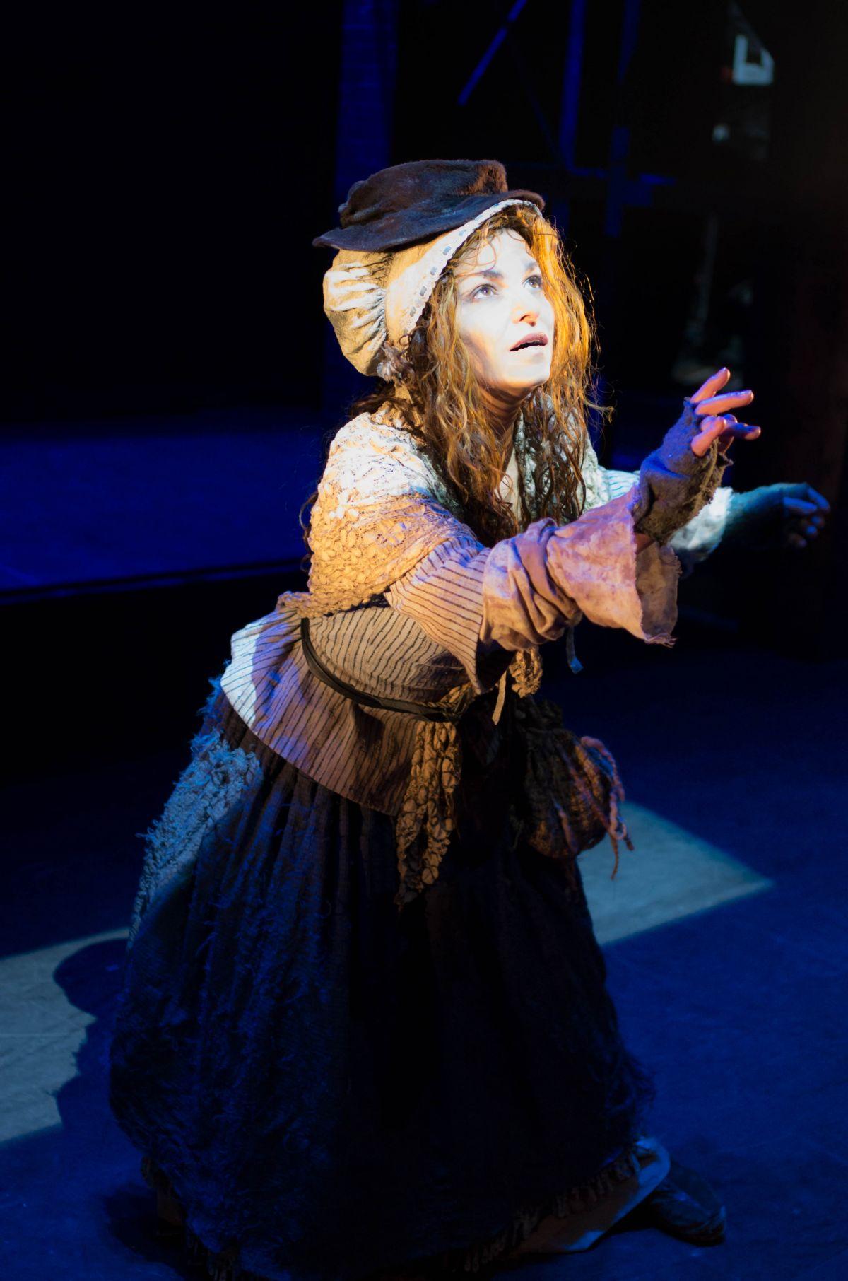 Sabrina Ferland incarne Lucy Baker, la mendiante